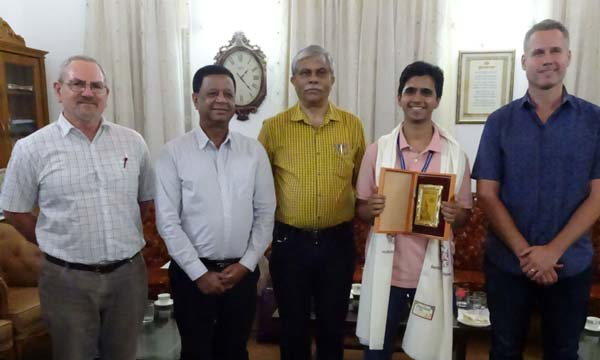 Soumitra Bhide receiving an award from the VC of SPPU